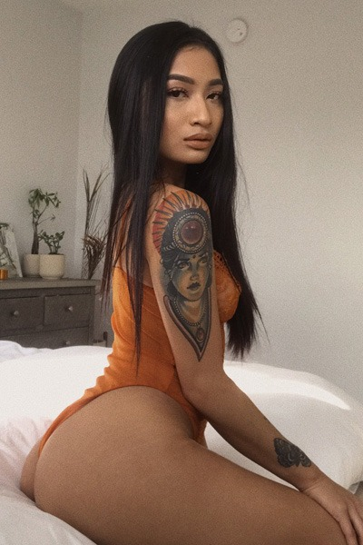 Babe of the Day - Avery Black