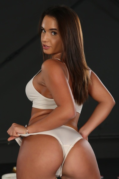 Babe of the Day - Lana Roy