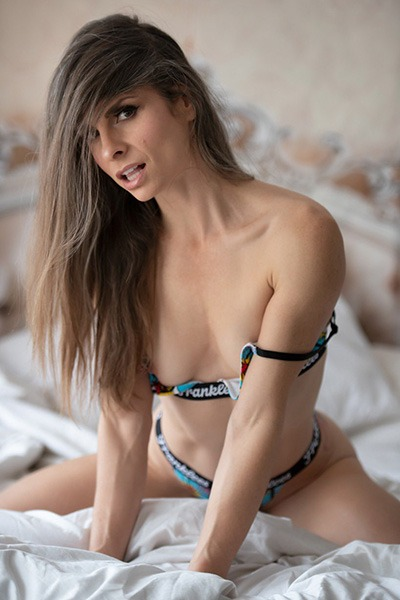 Babe of the Day - Miss Mza
